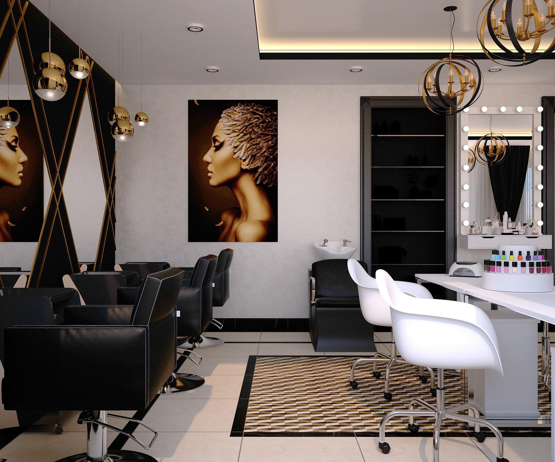 Ein Friseursalon mit sechs Stühlen, einem Waschbecken und mehreren Spiegeln